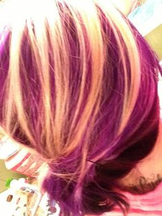 colors..looks like purple hair with blonde hightlights