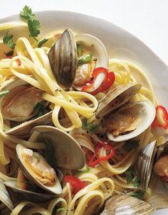 Linguine with clams ~ Linguine con vongole