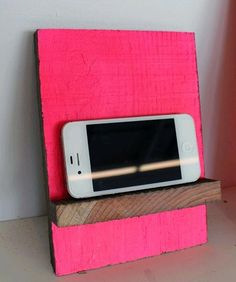 DIY Smartphone and Tablet Stand