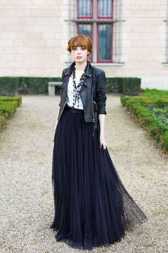 Swans Style is the top online fashion store for women. Shop sexy club dresses, jeans, shoes, bodysuits, skirts and more. Black Tulle Skirt Outfit, Maxi Skirt Outfits, Outfits Casual, Fashion Outfits, Rocker Outfit, Mode Inspiration, Dance Outfits, Mode Style, Designer Dresses