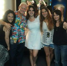 Lana Del Rey with her dad and her crew #LDR #Endless_Summer_Tour