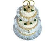 Champagne Bruidstaart 3 Etages. Een biscuit gevuld met een bavaroise van marc de champagne. Afgewerkt met slagroom schuim staafjes en marsepein rozen naar keuze in de kleur wit, rood, geel of zalm. #rozen #bruidstaart #trouwen #bavaroise #champagne #slagroom #schuim