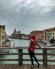Venice always shines...even on a cloudy day✨☁️ . . . ----------------------------- .Twitter: @marinacomes .Facebook: MarinaComesTravel ----------------------------- . #wearetravelgirls #globe_travel #ig_europe #youmustsee #sonyalpha #wu_europe #global_stars #ig_turkey #allshotsturkey #zamanidurdur #canon_photos #vogue #cosmopolitan #ellemagazine #loves_madeinitaly #yallersitalia #ig_italy #vivo_italia #italian_trips #italian_places #volgoitalia #loves_united_italia #venezia #venice #viajeros…