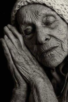 I adore this awesome black and white portrait photography. Old Faces, Ageless Beauty, Interesting Faces, People Around The World, Belle Photo, Old Women, Black And White Photography, Beautiful People, Beautiful Hands