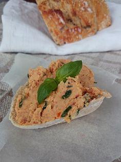 Ruokakonttuuri: Pataleipä ja tomaattinen kikhernetahna