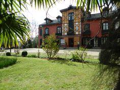 Palacio del parque Cristina Enea de San Sebastián. Jardines, árboles, naturaleza, zonas verdes, aire libre