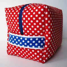 Polka Dot Toiletry Bag: sewing tutorial using 2 fat quarters   She's Got the Notion