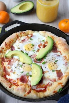 "skillet breakfast pizza 1 recipe pizza dough 1 cup pizza sauce 8 strips of bacon ⅔ cup shredded mozzarella cheese 6 eggs 1 avocado 3 green onions, sliced into ⅛"" sections salt and pepper, to taste"