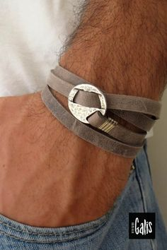 Looking for a gift for your man? You've found the perfect item for this! The simple and beautiful warp bracelet combines gray leather texture which wrap 3 times on hand and a silver plated circle element. The bracelet clasp is easy to use and safe. Element Size: 2cm #MensJewelry #MensBracelet #GiftIdeas2020 #ChristmasGifts2020 #GoldJewelry #ForHim #BoyfriendGift #LoveGift #GiftforMen