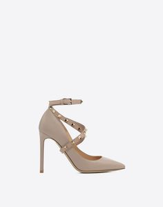 Are you looking for Valentino Garavani Studwrap Pump? Find out all the details at Valentino Online Boutique and shop designer icons to wear.