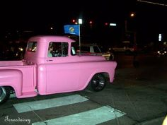 Pink pickup truck in Texas (photos by the blogger)