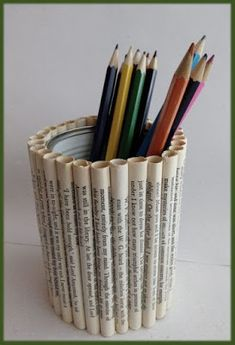Diy Crafts Hacks, Diy Home Crafts, Creative Crafts, Paper Crafts Origami, Cardboard Crafts, Newspaper Crafts, Book Crafts, Craft From Waste Material, Rolled Paper Art