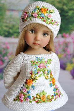 Crochet and Embroidery Doll Outfit Crochet Doll Clothes, Knitted Dolls, Doll Clothes Patterns, Crochet Dolls, Doll Patterns, Crochet Baby, Girl Dolls, Baby Dolls, Baby Girl Toys