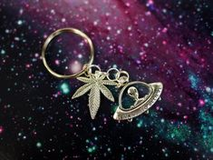 Fly High Weed Alien UFO Keychain / Pastel Goth I Want to Believe Alien Keychain / Grunge Weed Keychain Purse Charm or Backpack Charm
