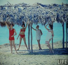vintage everyday: Beautiful Women's Beach Fashions of the 1950s