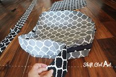 How to: sew a half-round seat cushion cover - for my outdoor wicker chairs Outdoor Wicker Chairs, Outdoor Seat Cushions, Round Chair Cushions, Cushion Covers, Cushion Pillow, Sewing Hacks, Sewing Tips, Wicker Bedroom, Reupholster Furniture