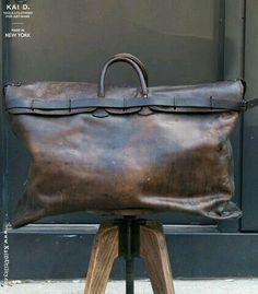 Vintage Bags Leather Travel Bag - Vintage piece from France. Fully lined. Cuir Vintage, Vintage Bags, Vintage Leather Bags, Cowhide Leather, Leather Men, Leather Jackets, Pink Leather, Retro Mode, Designer Shoulder Bags