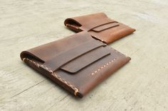 Great Gifts For Girlfriend, Personalized Leather Wallet, Leather Conditioner, Minimalist Wallet, Pocket Wallet, Leather Crafts, Credit Card Wallet, Leather Working, Envelope