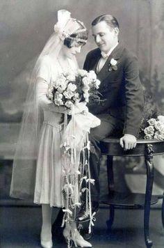 Art Deco Bride and Groom: Wedding Photos Vintage Bridal Fashion Shy wedding couple, trailing bouquet : ) Vintage Wedding Photography, Vintage Wedding Photos, 1920s Wedding, Vintage Bridal, Trendy Wedding, Wedding Styles, Vintage Weddings, 1920s Party, Vintage Couples