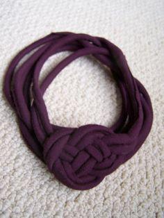Collana viola scura con fettuccia