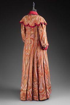 Tea gown ca. 1900