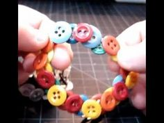 DIY The Stretchable Button Bracelet... she is really hard to listen too - but what a fantastic button bracelet!!