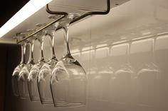 Colgador de copas en bronce. Organiza tu cocina con estilo.  www.melper.cl
