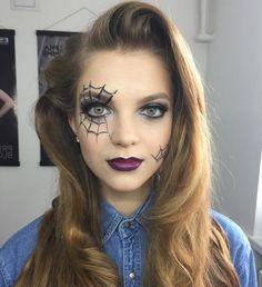 maquillage-des-yeux-pour-halloween-peinture-toile-d-araignée-ombré-lips-rouge-à-lèvres-foncé-chemise-en-jean-déguisement-facile