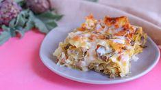 Le lasagne ai carciofi sono un primo piatto prelibato adatto alla primavera. E' una lasagna bianca senza pomodoro con la classica besciamella arricchita da prosciutto cotto e mozzarella filante. Ho usato una sfoglia fresca per lasagne che può andare subito in forno Pasta Con Broccoli, Veggie Dishes, Gnocchi, Lasagna, Carne, Potato Salad, Cauliflower, Macaroni And Cheese, Buffet