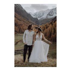 """BRAUTATELIER & GOLDSCHMIEDE on Instagram: """"GOLDCIRCUS DRESS *DANA* // Seht mal wie wundervoll dieser leichte Rock aus unserer hauseigenen Kollektion fällt. Da steckt auch noch ein…"""" Couture, Rock, Bridal, Wedding Dresses, Handmade, Instagram, Fashion, Atelier, Killed In Action"""