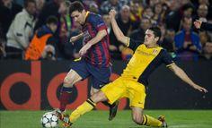Koke robando un balón a Messi