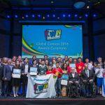 Estudantes de Hong Kong e Tailândia vencem o prêmio Grand Prix para o Concurso Global KWN 2016 da Panasonic durante os Jogos Paralímpicos…