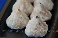 Κοινοποιήστε στο Facebook Υλικά 4 αυγά 280 γρ. ζάχαρη 2 σακουλάκια βανίλια ζάχαρη 420 γρ. Αλεύρι 1 κουτ. Γλυκού baking powder 500 ml. Αναψυκτικό πορτοκάλι 100 ml. Λάδι Γύρο στα 450 γρ. Στραγγισμένο κομπόστα ροδάκινο ήβερίκοκο Εκτέλεση Χτυπάτε καλά με... Almond Cookies, Greek Recipes, Stuffed Mushrooms, Deserts, Dessert Recipes, Sweets, Cheese, Baking, Vegetables