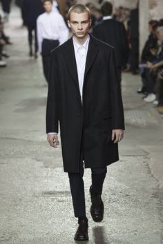 See the complete Dries Van Noten Fall 2017 Menswear collection.