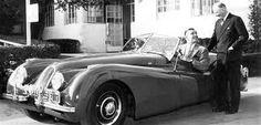 Clark Gable and his Jaguar xk-180. Jes please.