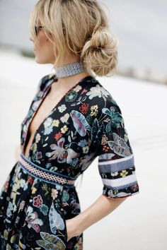 Boheme chic // street style fashion  Deep plunge print dress mix
