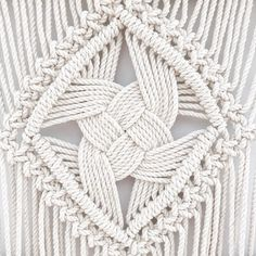The 7 strand Quad Weave Knot is a whopper in this XL Odyssey! This technique has been the source of much inspiration, perspiration,… Source by eduenz Diy Macrame Wall Hanging, Macrame Curtain, Macrame Plant Hangers, Macrame Art, Macrame Projects, Micro Macrame, Macrame Design, Creation Couture, Macrame Patterns