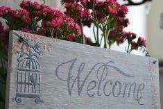 Placa de boas-vindas em madeira, stencil e manuscrito