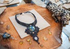Variedad de artesanías hechas de jade