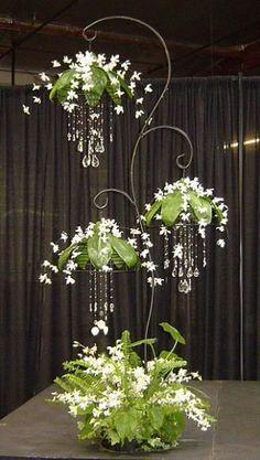 Hängelampen mit handgefädelten Kristallen, Gardenien und Duschdendronen ...   - Gartengestaltung - #Duschdendronen #Gardenien #Gartengestaltung #handgefädelten #Hängelampen #Kristallen #mit #und