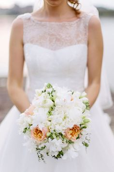 white, green and peach bouquet | bouquet bianco, verde e pesca con rose juliet