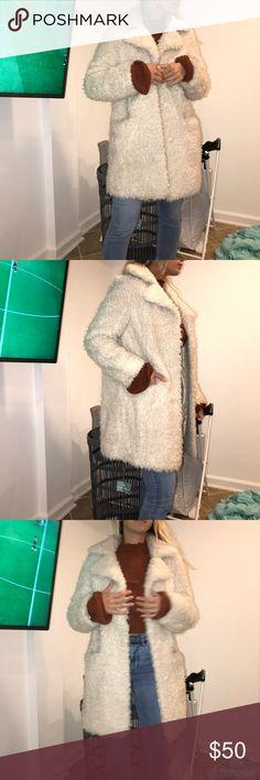 Topshop fussy off white coat Topshop coat fits like a Small Topshop Jackets & Coats Pea Coats