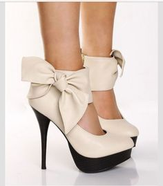 shoes,fashion shoes, high heels, sexy shoes, shoe fetish black and white yellow black fashion shoes Alice + Olivia Lace Shif. Mode Shoes, Women's Shoes, Shoe Boots, Beige Shoes, Prom Shoes, Ankle Boots, Ugly Shoes, Look Fashion, Fashion Shoes