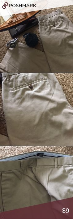 Men Gap 32/30! Nice nautical khakis dress pants! Like new! By Gap! Slim fit! GAP Pants Dress