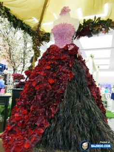 images of dresses made of flowers | amazing cool awesome dress made with real flowers costumes designs ...