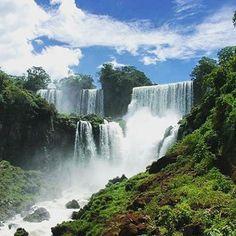 Happy Wednesday! How about an escape to Iguazu Falls on the Argentinean side? Amazing pic by traveling.bee #beautifullatinamerica | ¡Feliz miércoles! ¿Qué tal un escape a las Cataratas de Iguazú, del lado argentino? #latinoamericahermosa