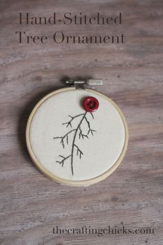 Love this hand-stitched tree ornament idea! So cute! Could be a great Christmas gift!
