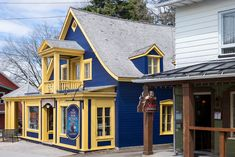 15 Most Charming Small Towns in Canada Quebec Montreal, Natural Scenery, Canadian Rockies, Great Lakes, Small Towns, National Parks, Canada, Cabin, House Styles