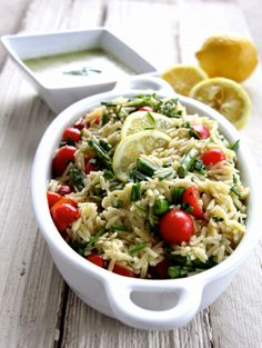 A Bountiful Kitchen: Orzo Salad with Asparagus, Tomatoes and Fresh Lemon Chive Dressing. Great salad for Easter. While the Orzo is cooking, chop the tomatoes, steam the asparagus and whip up the dressing. Less than 30 mins! Orzo Salad, Asparagus Salad, Lunch Recipes, Cooking Recipes, Healthy Recipes, Drink Recipes, Yummy Recipes, Free Recipes, Healthy Food