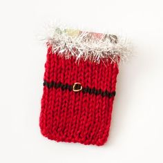 Free Santa Knit Gift Card Holder Pattern | www.petalstopicots.com |#knit #Christmas #giftcardholder